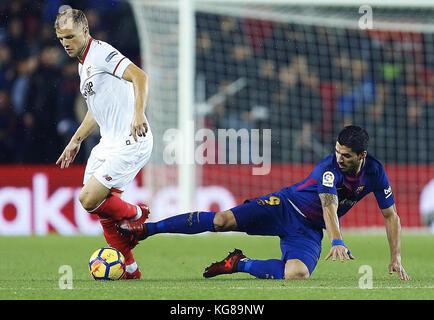 Barcelona, Spain. 04th Nov, 2017. Barcelona FC's Luis Suarez (R) vies for the ball with Simon Kjaer (L) of Sevilla - Stock Photo