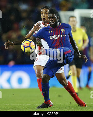 Barcelona, Spain. 04th Nov, 2017. Barcelona FC's Sanuel Umtiti (front) vies for the ball with Luis Muriel of Sevilla - Stock Photo
