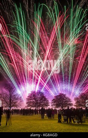 Ashton Keynes, Wiltshire, UK. 4th November, 2017. The annual firework display at Ashton Keynes saw a large crowd - Stock Photo