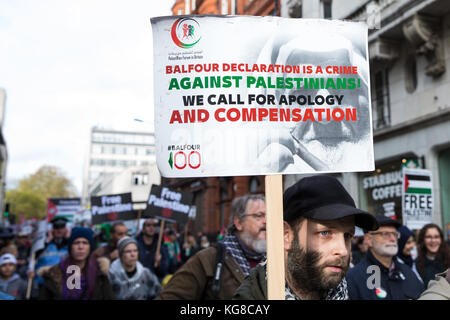 London, UK. 4th November, 2017. Campaigners for Palestine march through London to demand justice and equal rights - Stock Photo