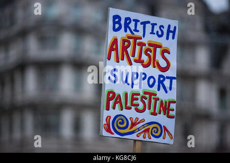 London, UK. 4th November, 2017. A placard held by campaigners for Palestine marching through London to demand justice - Stock Photo