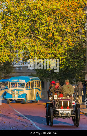 London, UK. 5th November, 2017. Passing Horse Guards Parade and the RAC come to help - The London to Brighton Veteran - Stock Photo