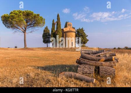 Capella di Vitaleta in autumn colours, chapel, Val d'Orcia, Tuscany, Italy - Stock Photo