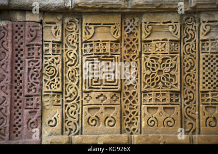 Stone carvings on outer wall of Jami Masjid (Mosque), UNESCO protected Champaner - Pavagadh Archaeological Park, - Stock Photo