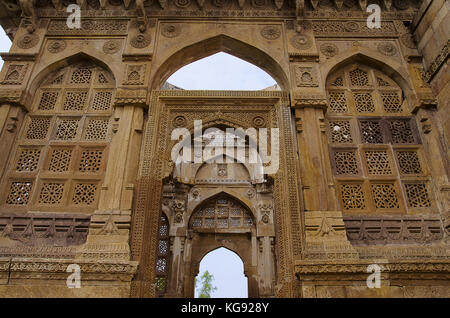 Details of carvings on the outer wall of Jami Masjid (Mosque), UNESCO protected Champaner - Pavagadh Archaeological - Stock Photo