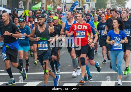 New York, USA. 5th Nov, 2017. Runners in the New York City marathon on November 5, 2017 near the 20 mile marker - Stock Photo