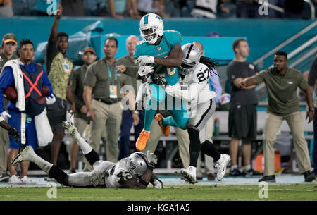 Miami Gardens, Florida, USA. 5th Nov, 2017. Miami Dolphins running back Damien Williams (25) leaps over Oakland - Stock Photo