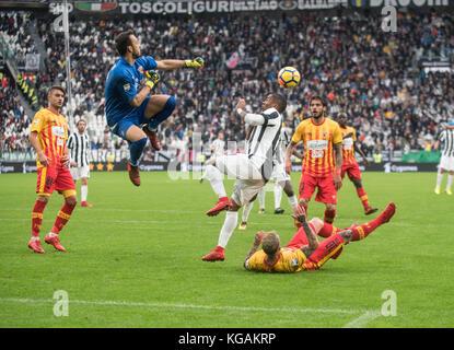 Turin, Italy. 05th Nov, 2017. Carlo Pinsoglio(Benevento) during the Football match, serie A: Juventus Fc vs Benevento - Stock Photo