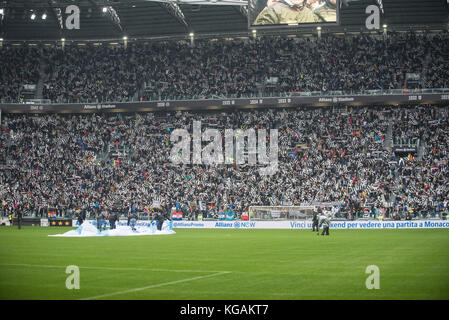 Turin, Italy. 05th Nov, 2017. The Juventus supporter during the Football match, serie A: Juventus Fc vs Benevento - Stock Photo