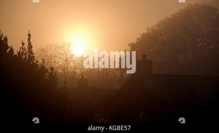 Ashbourne, Derbyshire. 6th Nov, 2017. UK Weather: misty frosty sunrise over Ashbourne Derbyshire, the gateway to - Stock Photo