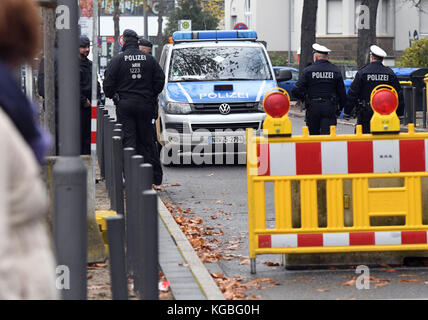 Bonn, Germany. 6th Nov, 2017. Policemen secure the streets in the surroundings of the World Climate Conference in Bonn, Germany, 6 November 2017. Credit: Henning Kaiser/dpa/Alamy Live News