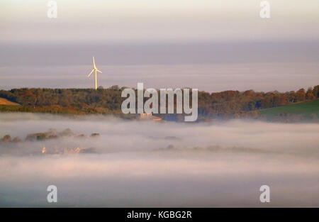 Lewes, East Sussex. 6th November 2017. A sea of mist surrounds the wind turbine above Glyndebourne Opera House, East Sussex, on a frosty but bright start to the week. © Peter Cripps/Alamy Live News Stock Photo