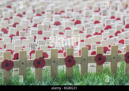 London UK. 6th November 2017. Volunteers begin to plant thousands of crosses at the British Legion field of Remembrance - Stock Photo