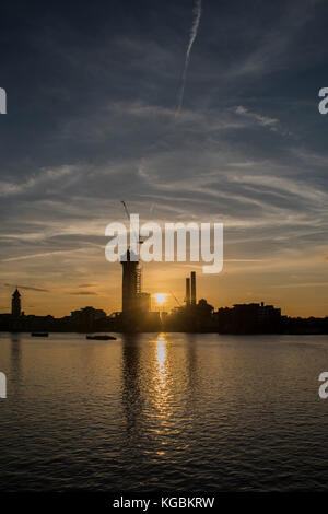 London, UK. 6th November, 2017. The sun sets over Chelsea Harbour and the River Thames. London 06 Nov 2017. Credit: - Stock Photo