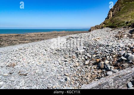 Babbacombe Beach at Low Tide – Looking North, Over Pebbles, Towards Saunton. South West Coast Path, Near Bucks Mills, - Stock Photo