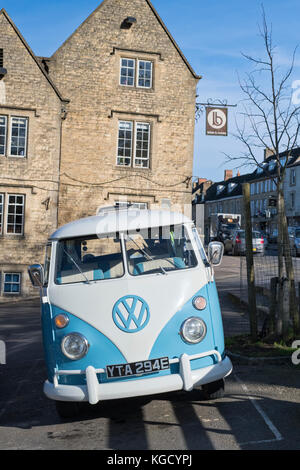 1967 VW split screen campervan in chipping norton town centre. Chipping Norton, Costwolds, Oxfordshire, England - Stock Photo