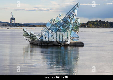 She Lies, sculpture designed by Monica Bonvicini, floating on water next to the Opera House of Oslo, Norway. - Stock Photo