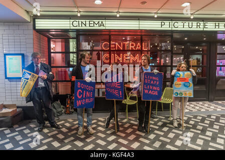 London, UK. 6th November 2017. Striking staff picket Picturehouse Central in Shaftesbury Avenue in their continuing - Stock Photo