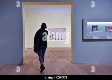 London, UK. 7th Nov, 2017. A visitor prepares to view 'Stakhanovites', 1937, by Aleksandr Deineka at a Preview of - Stock Photo