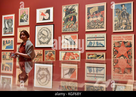 London, UK. 7th Nov, 2017. A lecturer gives a talk on Soviet political propaganda posters at a preview of 'Red Star - Stock Photo