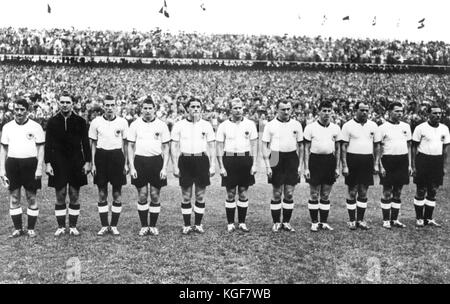 (FILE) · An archive picture, dated 4 July 1954, shows the German national team prior to the start of the final match - Stock Photo