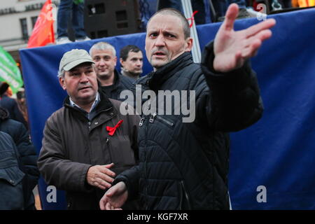 Moscow, Russia. 7th Nov, 2017. Left Front coordinator Sergei Udaltsov (R) seen as the Russian Communist Party rallies - Stock Photo