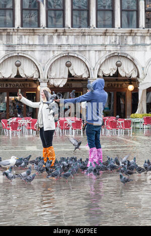 Venice, Veneto, Italy. 7th Nov, 2017. Acqua Alta high tide of 115cm from the lagoon causing temporary flooding in - Stock Photo