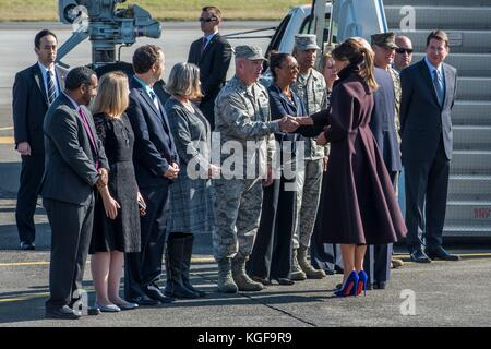 Fussa, Japan. 07th Nov, 2017. U.S First Lady Melania Trump shakes hands with Col. Kenneth Moss, 374th Airlift Wing - Stock Photo
