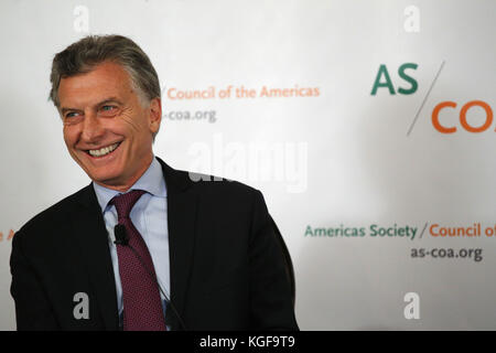 New York, USA. 07th Nov, 2017. Argentinian President Mauricio Macri speaks after receiving the Gold Americas Society/Council - Stock Photo