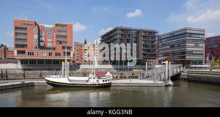 Traditionsschiffhafen, moderne Wohn- und Bürogebäude, Sandtorhafen, Hafencity, Hamburg, Deutschland, Europa  I  - Stock Photo