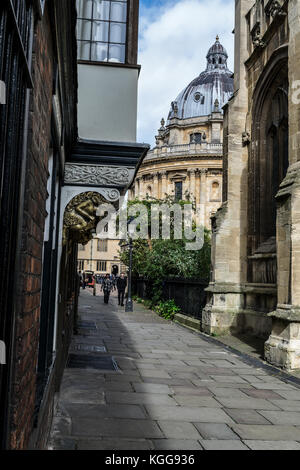 View of the Radcliffe Camera,Via St Mary's Passage, Oxford, England - Stock Photo