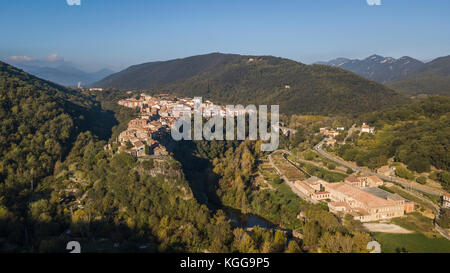 Aerial view of Castellfollit de la Roca cliff village in Catalonia, Spain - Stock Photo
