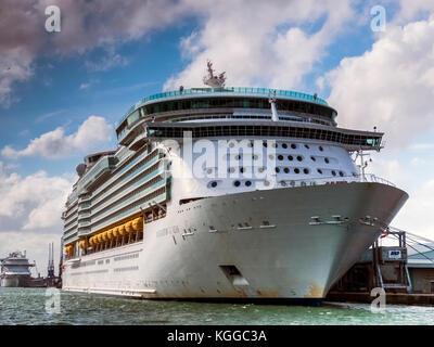 Passenger liner in dock, Southampton - Stock Photo