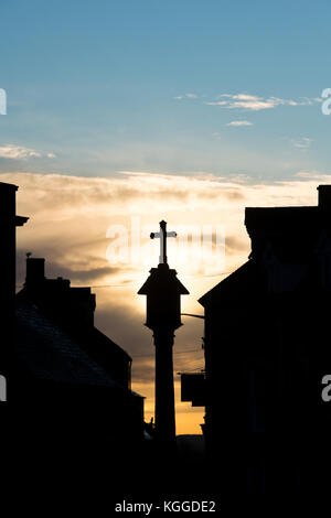 The Market Square Cross at sunrise in Stow On the Wold, Cotswolds, Gloucestershire, England. Silhouette - Stock Photo