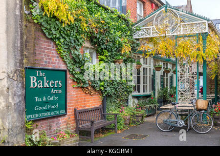 The Bakers Arms, Tea and Coffee, Winchester, Hampshire, with bike and basket - Stock Photo