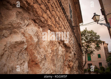 Crumbling stone on old home in Valldemossa, Mallorca - Stock Photo