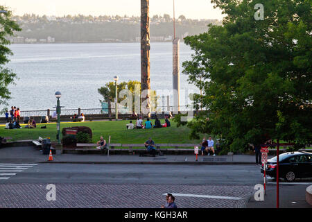 People relaxing in the Victor Steinbrueck Park in Seattle, Washington with a view of Eliot Bay. - Stock Photo