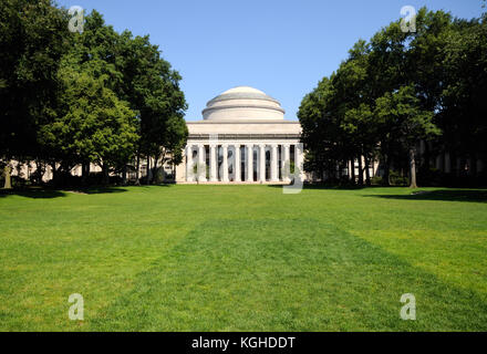Killian Court and Building 10, with its iconic great dome and classic style colonnade at MIT, Cambridge, Massachusetts - Stock Photo