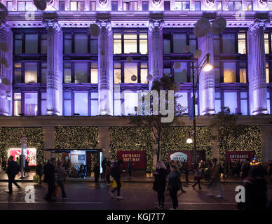 The West End, London, UK. 7th Nov, 2017. Shops in London's West End gear up for the Christmas season on the night - Stock Photo