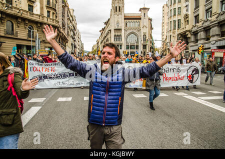 Naples, Italy. 08th Nov, 2017. Barcelona, Catalonia, Spain. 8th Nov, 2017. A demonstrator seen shouting while taking - Stock Photo