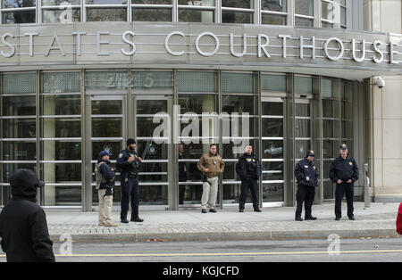 New York, USA 08th Nov, 2017. Security agents guard the US Courthouse in Brooklyn, New York, United States, 08 November - Stock Photo