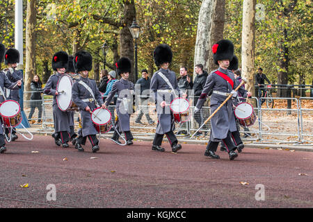 Soldiers of the corps of drums 1st battalion Coldstream guards march along the Mall on their way to change the guard - Stock Photo
