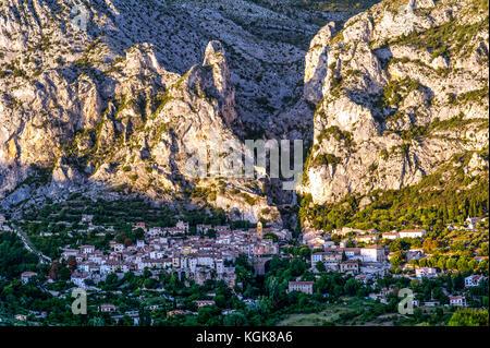 France. Alpes-de-Haute-Provence (04), Regional Natural Park of Verdon. Moustiers-Sainte-Marie, known for its earthenware, - Stock Photo
