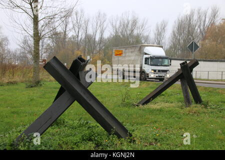Hötensleben, Germany. 9th Nov, 2017. Tank traps at the Border Memorial Hötensleben. It show characteristic barrier - Stock Photo