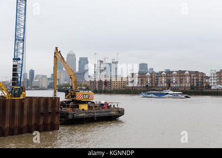 London, UK. 9th November 2017. Construction work at the Thames Tideway supersewer construction site in King Edward - Stock Photo