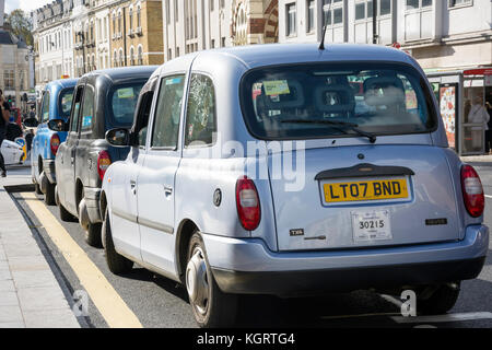 Taxi Rank at Richmond Underground Station, The Quadrant, Richmond, London Borough of Richmond upon Thames, Greater - Stock Photo