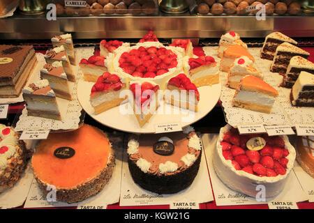 Cakes window display baker confectionery shop, La Mallorquina, Calle Mayor, Madrid, Spain - Stock Photo
