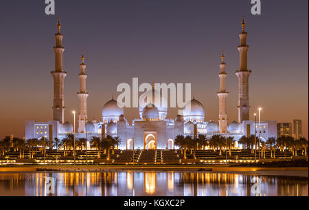Sheik Zayed Grand Mosque in Abu Dhabi after sunset - Stock Photo