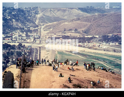 US-Mexico international border between Tijuana, Mexico (left) and San Diego, California (right); illegal immigrants - Stock Photo