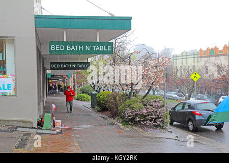 LEURA, AUSTRALIA - SEPTEMBER 25 2015: Shops and pedestrians along Leura Mall, the main thoroughfare through Leura, - Stock Photo